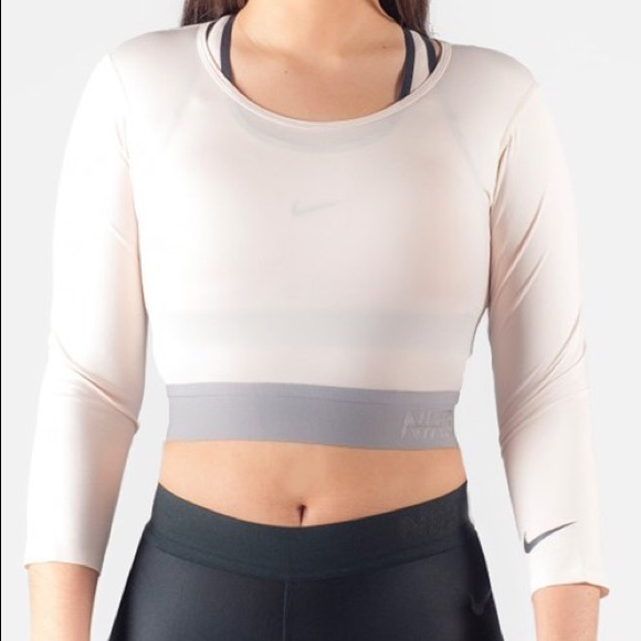462ca04ca60ca Nike Lab Dri Fit Cropped Top Sports. M 5be20aeb9fe486e289af23e4